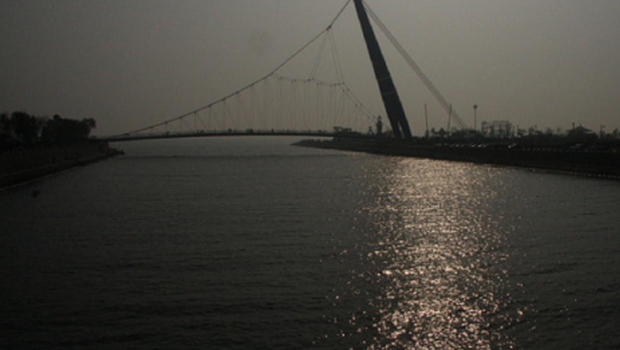 A bridge over the Bohai Gulf (gaobo)