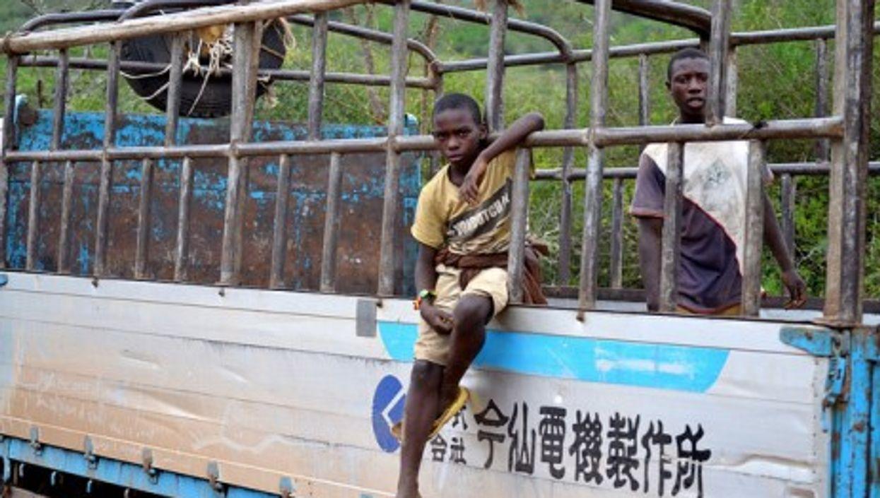 A Chinese convoy in Mbarara, Uganda (stttijn)