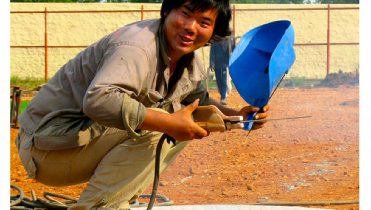 A Chinese welder in Sudan (antheap)