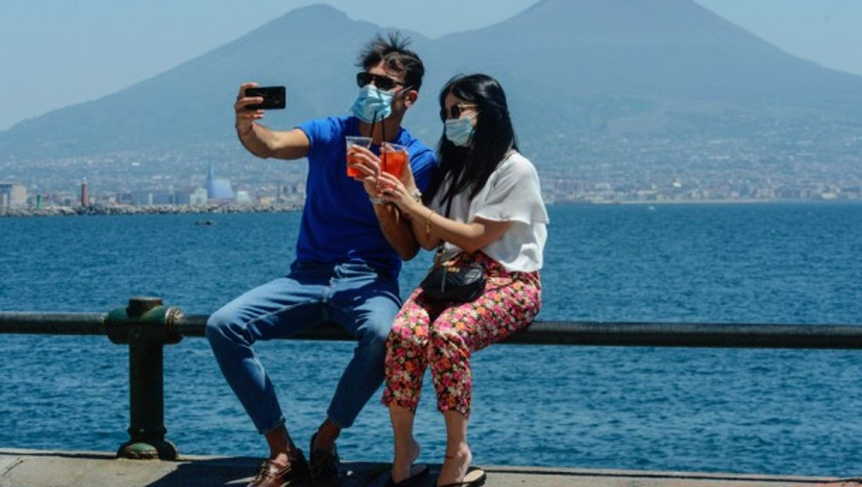 A couple with the Vesuvius in the background