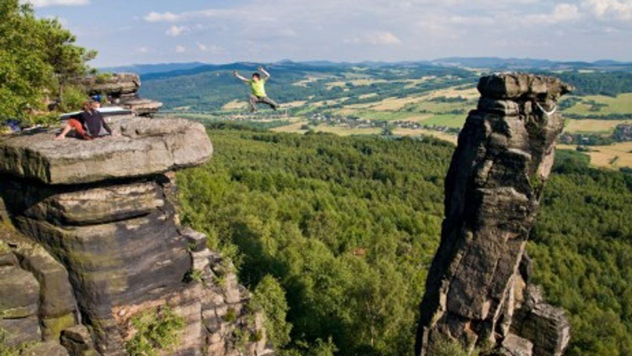 A highline in Bohemian Switzerland near the village of Tisá (Stefan Junghannss)