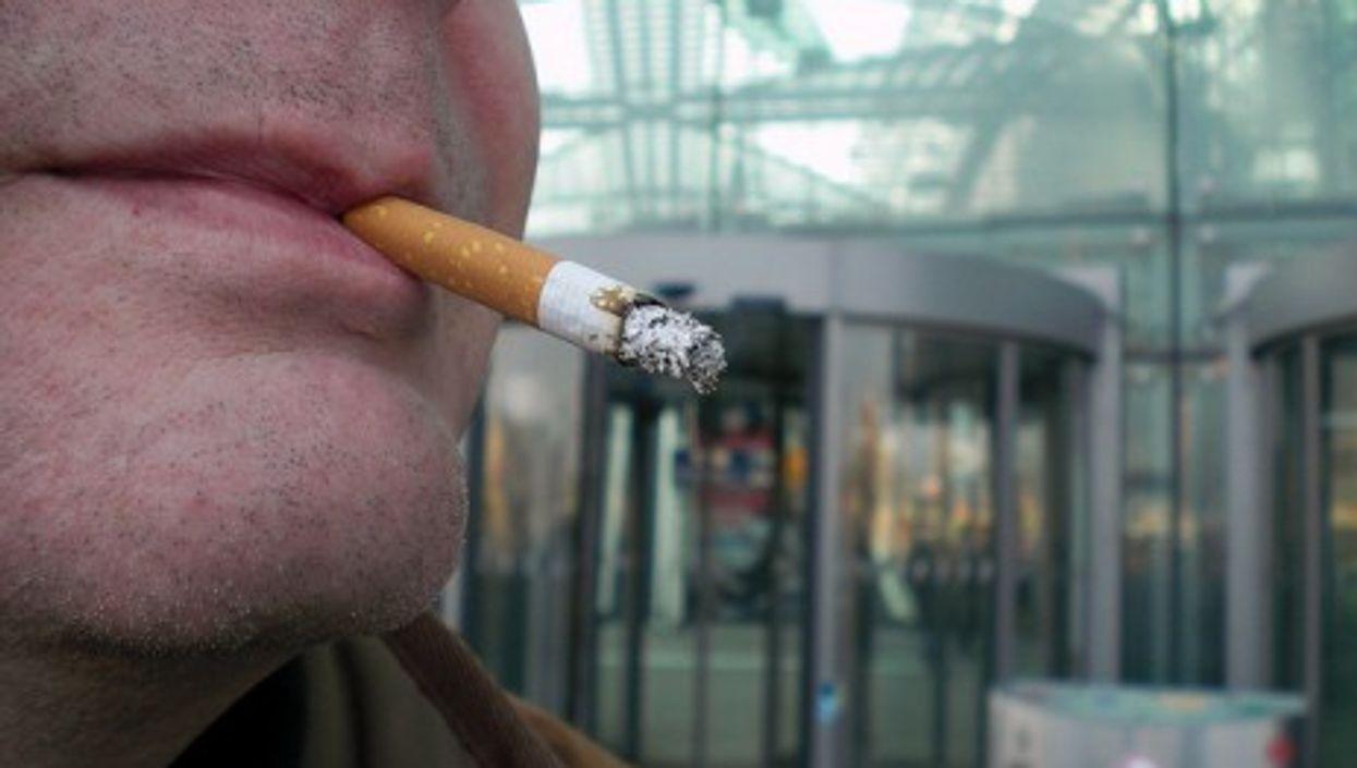A man smoking in Berlin (Onnola)