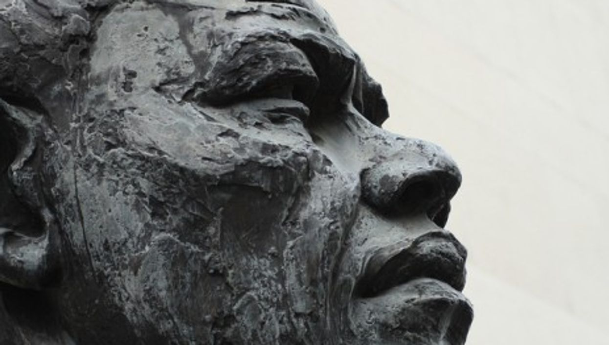 A Mandela statue in London (paul-simpson.org)