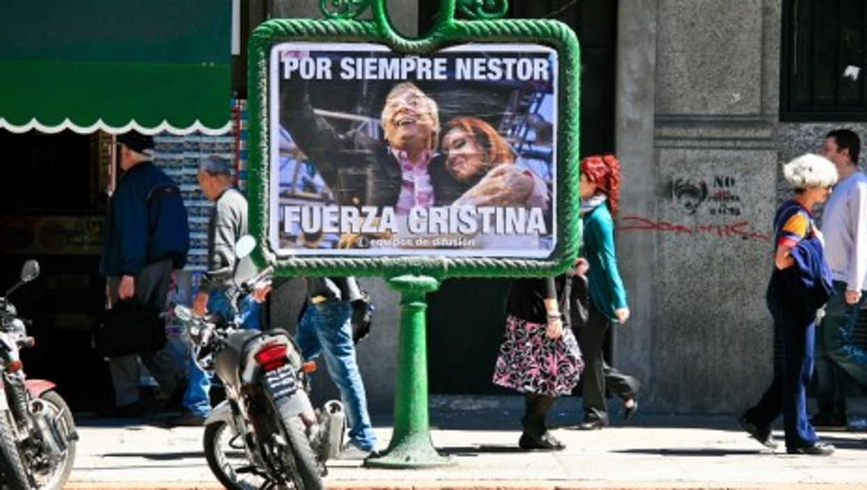 A memorial poster featuring Presidents Nestor and Cristina Kirchner