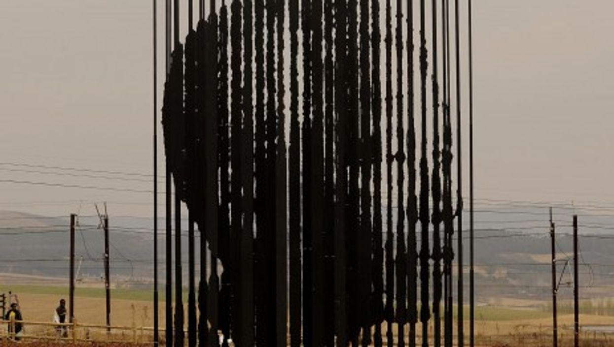 A modernist Mandela statue