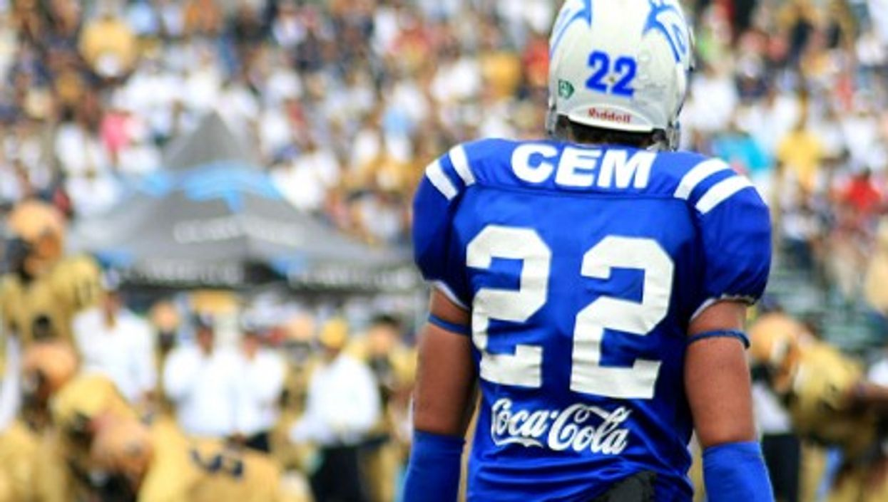 A player of the Monterrey Technological Institute during a match against the Pumas CU UNAM (devilpato1)