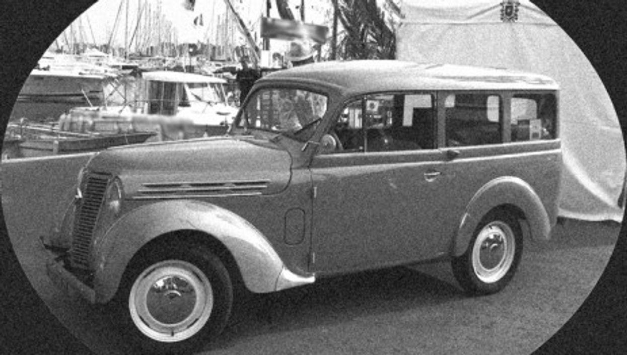 A post-War Renault Juvaquatre (Houbazure)