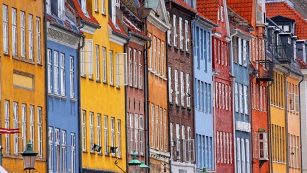 A row of houses in Copenhagen (Giam)