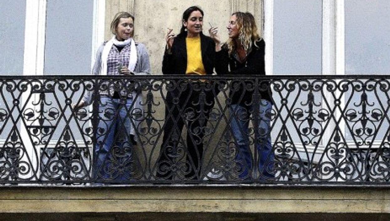 A smoke break in Paris (jfgornet)