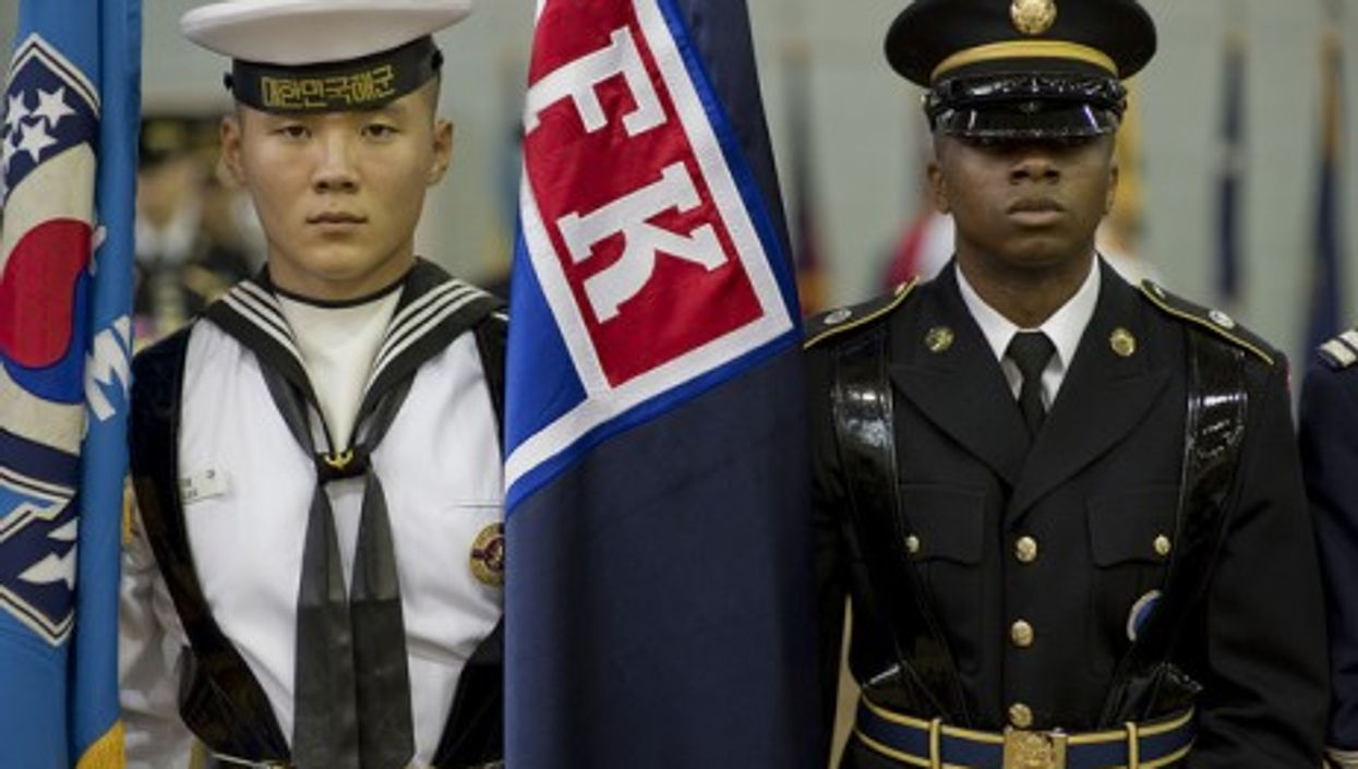 A South Korean navy sailor and US army soldier at Yongsan (Joint Chief of Staff)