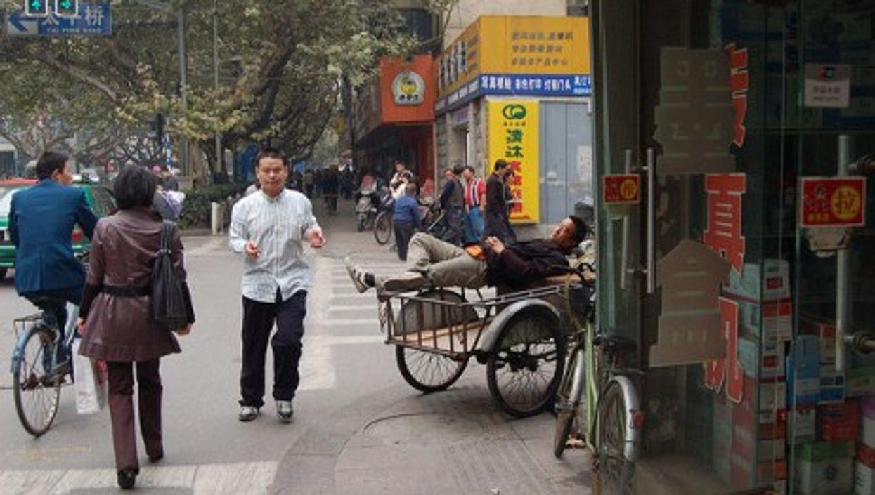 A street scene in Nanjing, China (pickinjim2006)