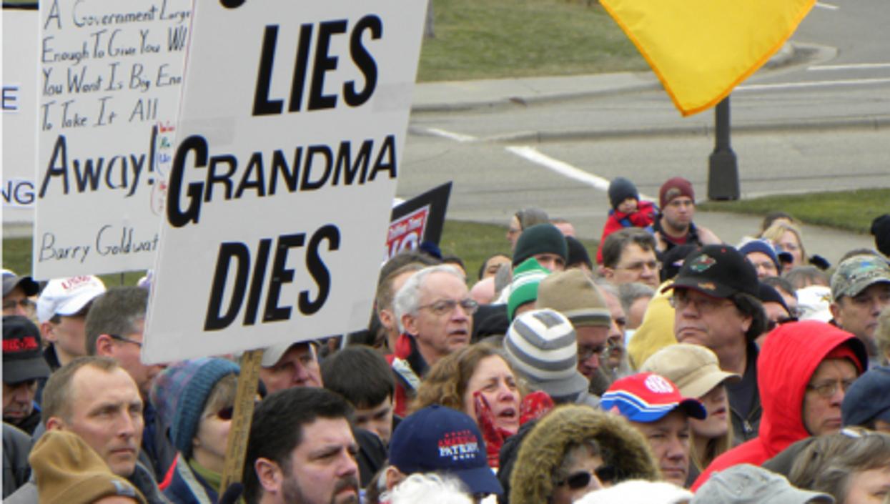 A Tea Party rally in Minnesota (Fibonacci Blue)