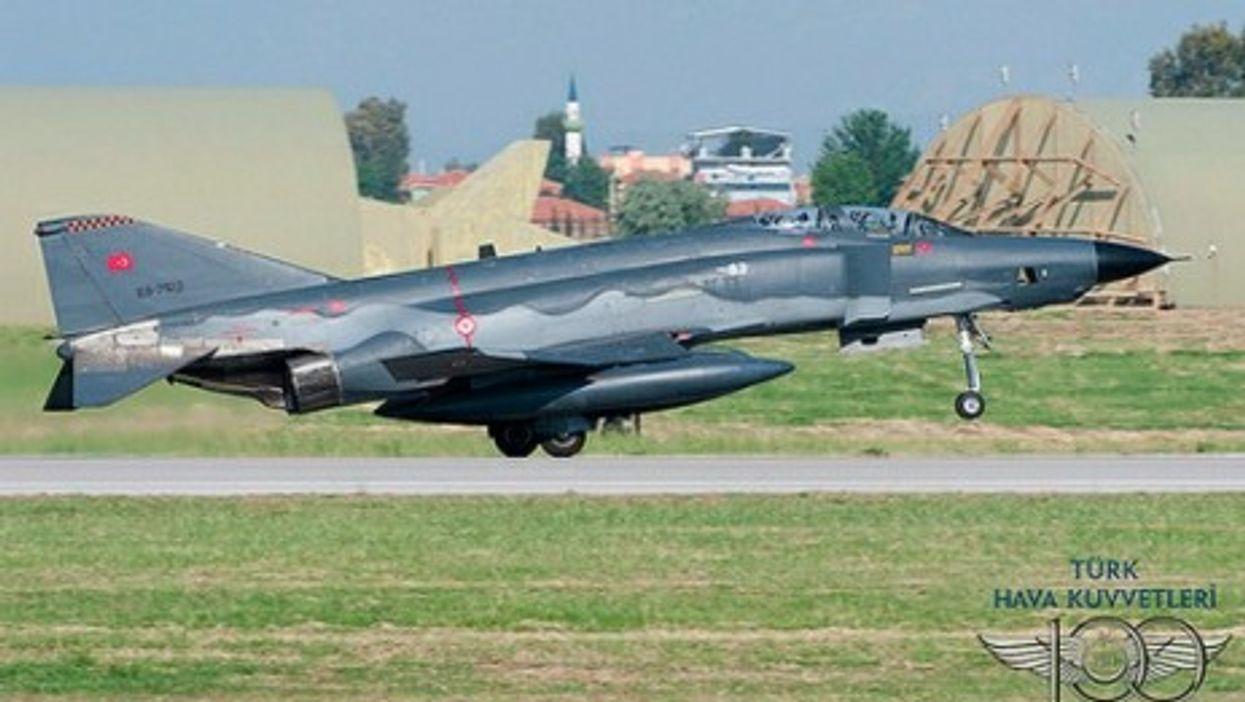 A Turkish F-4 (Peng Chen)