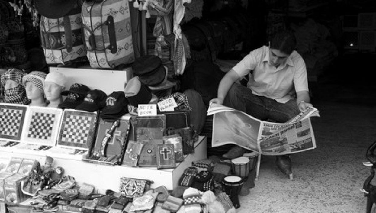 A Turkish newspaper reader (jikatu)