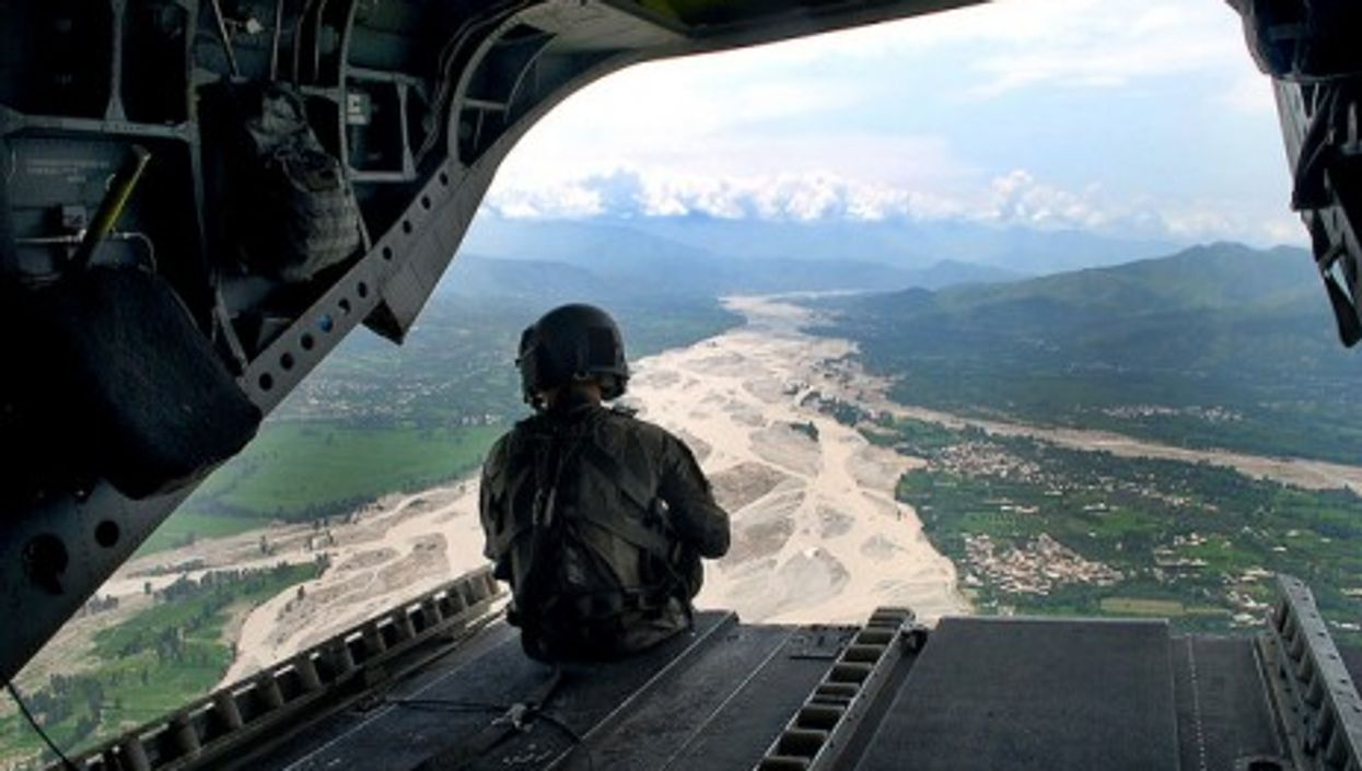 A US army helicopter flies through Pakistan's Swat valley in 2010  (expertinfantry)