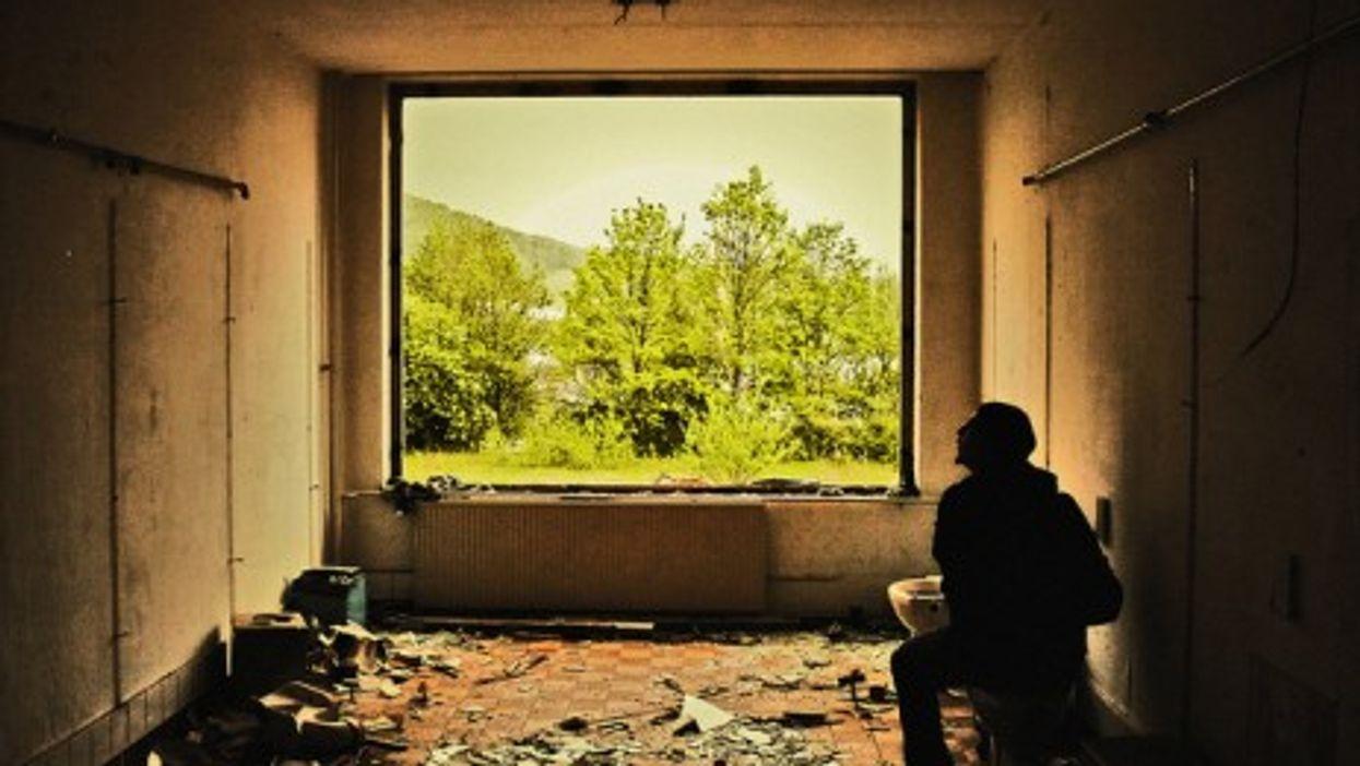 An abandoned school in Germany (Floksor).