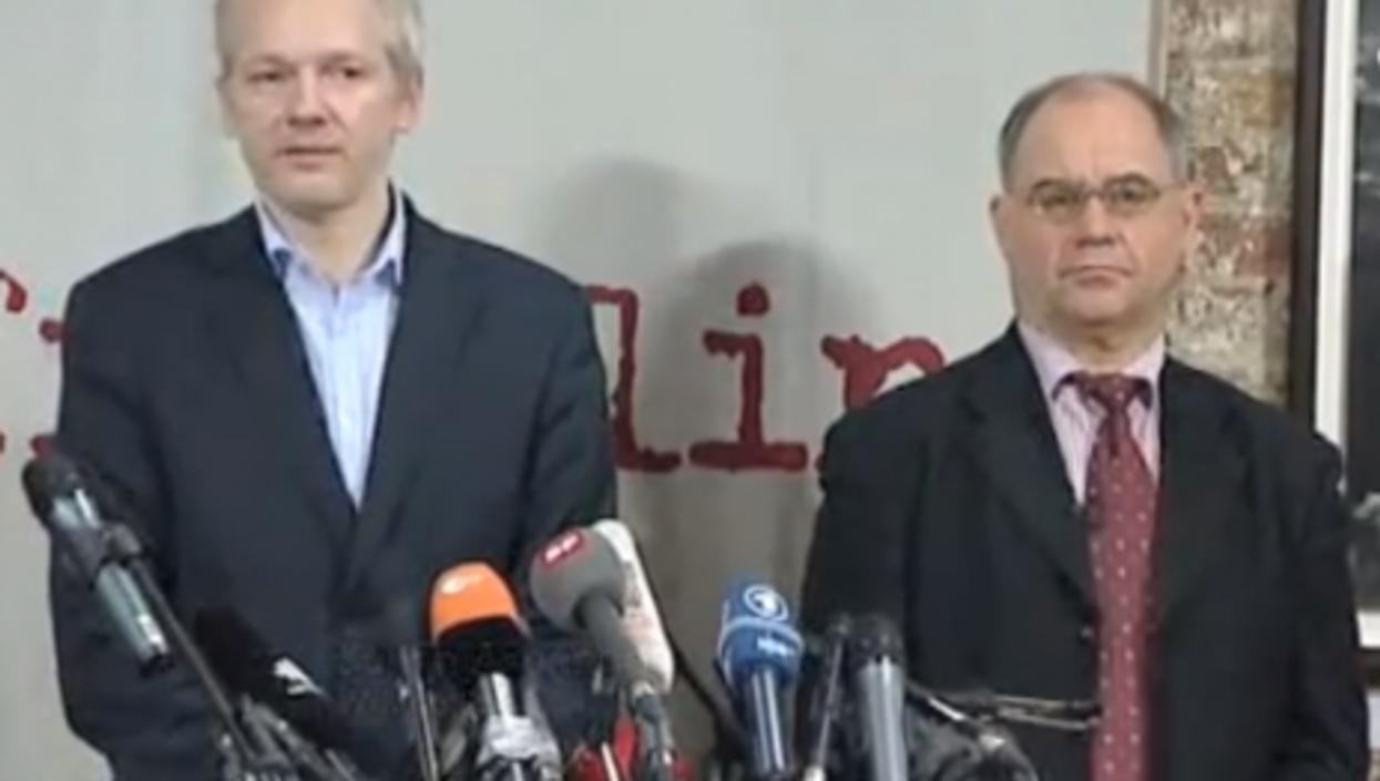 Assange and Elmer (EuroNews)