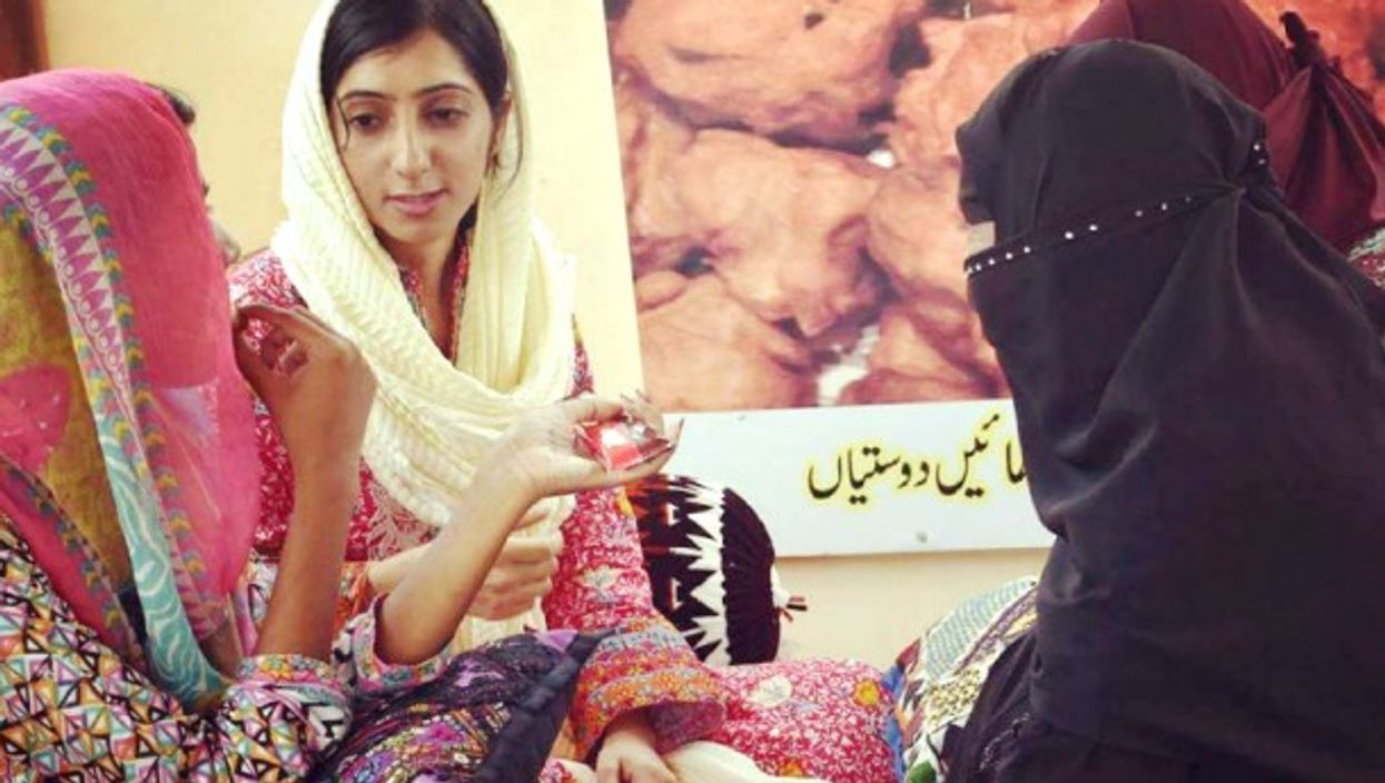At Ladies Dhaba in Karachi