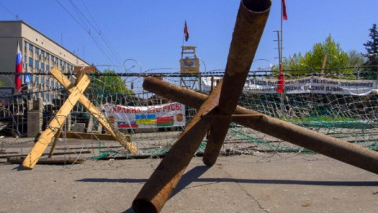 Barricades in easterrn Ukrainian city of Luhansk
