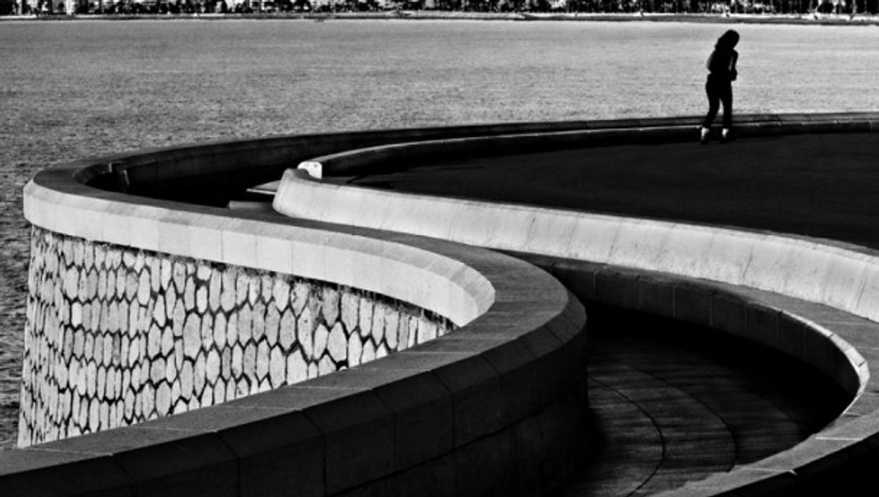 Blind curves along the Nice waterfront
