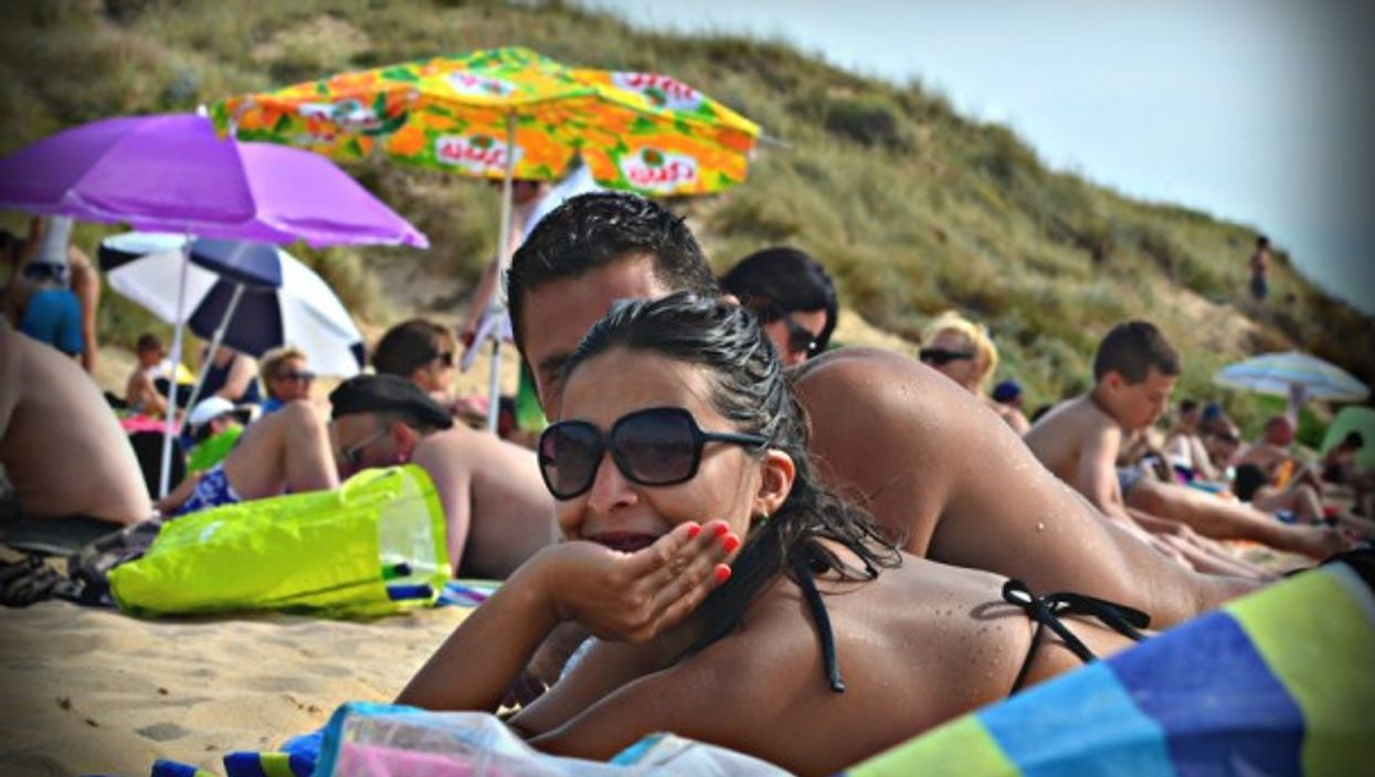 Bronzage on the beach in Les Sables Vigniers