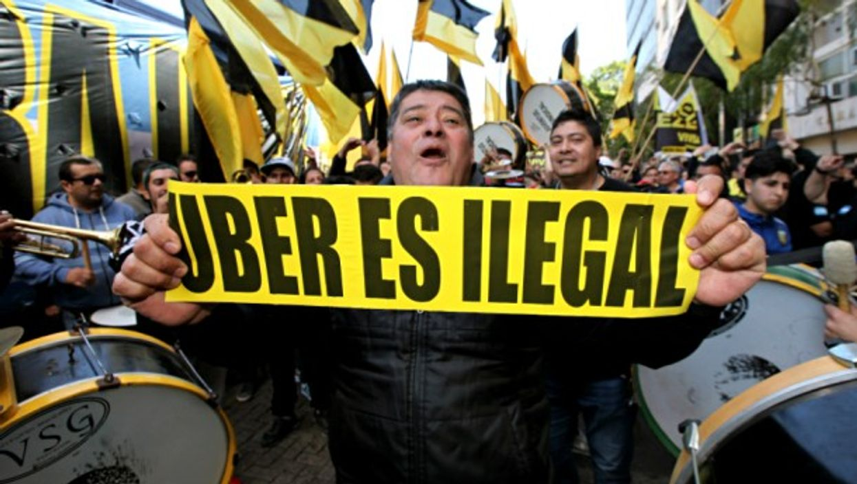 Buenos Aires taxi drivers protest Uber