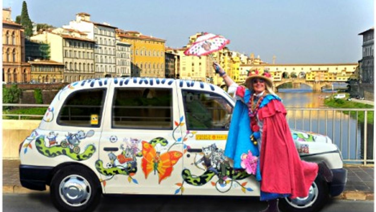 """Caterina Bellandi and her """"Milano 25"""" taxi in front of Florence's Ponte Vecchio"""