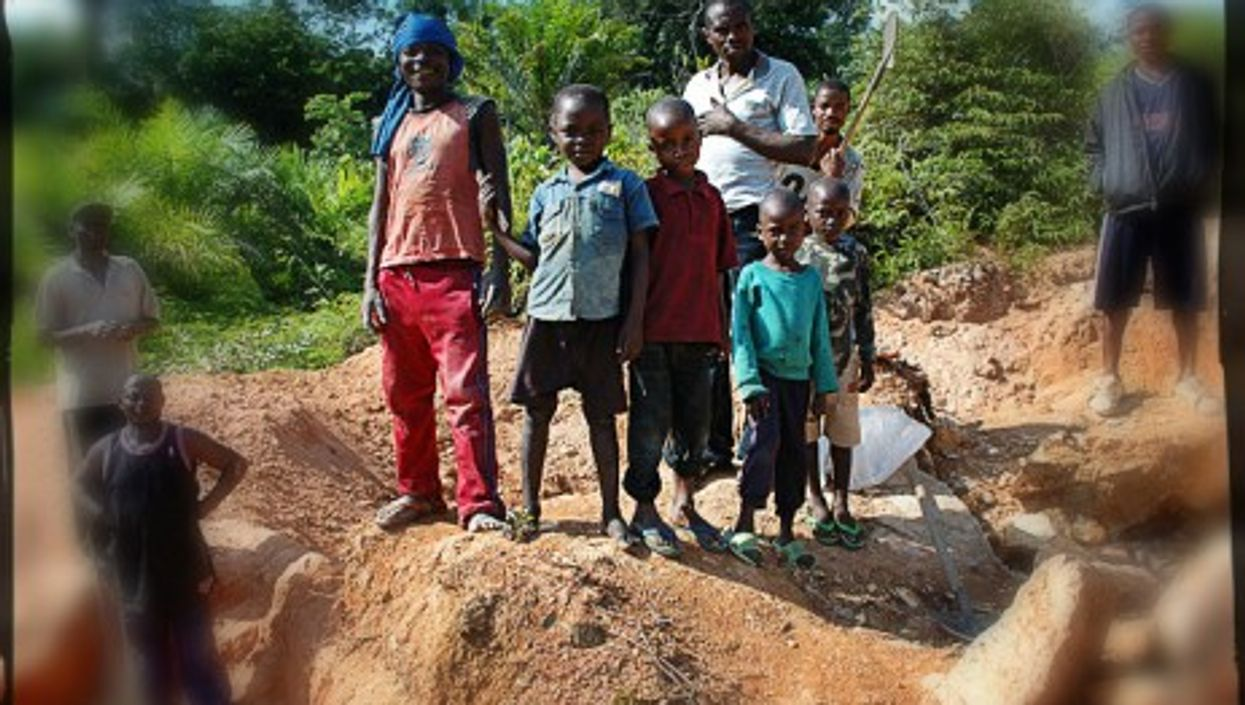 Children at work in a Congolese gold mine