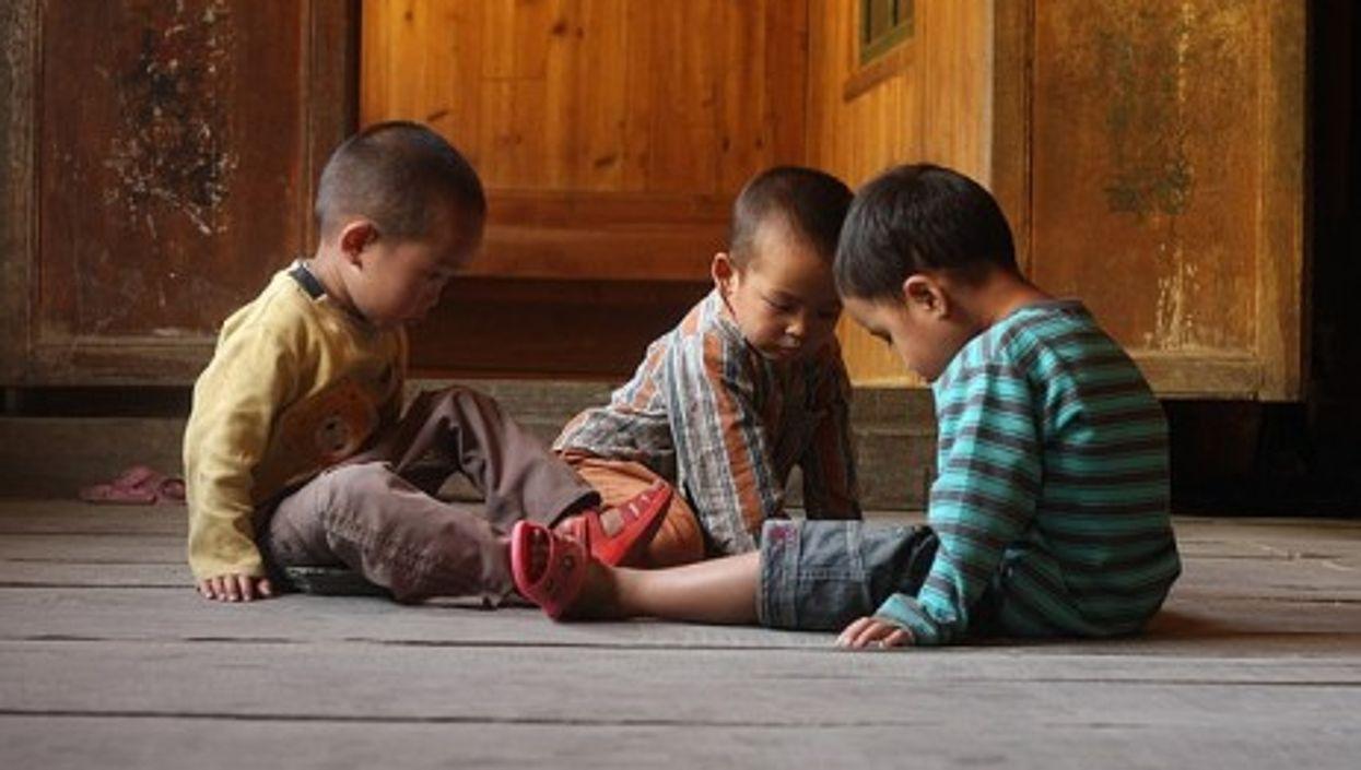 Children playing, Hunan province, China (Joan Vila)