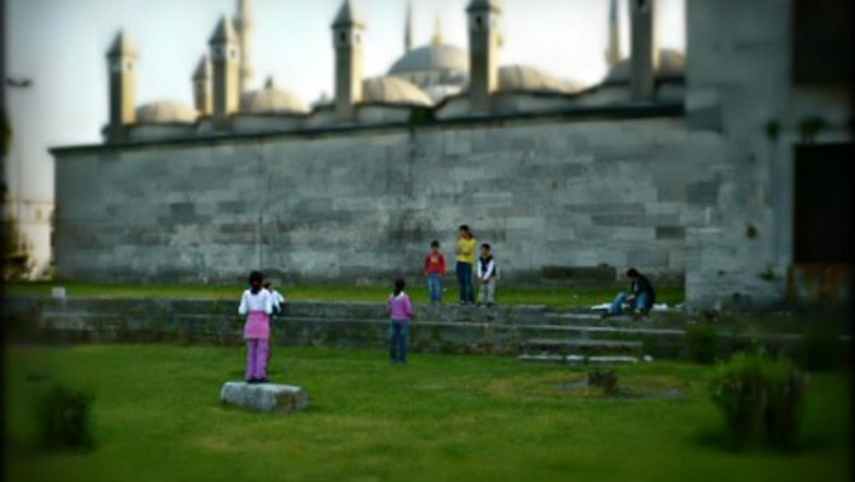 Children playing in Istanbul