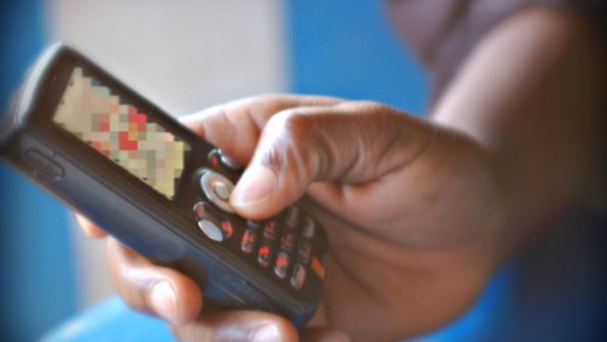 Compromising pictures and videos taken with cell phones constitute a new kind of cyber-criminality in Bas-Congo