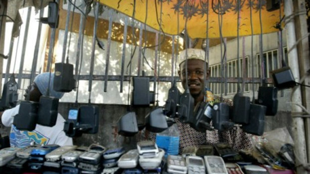 Congolese rely on their mobile phones everywhere. (File Photo -Kinshasa)