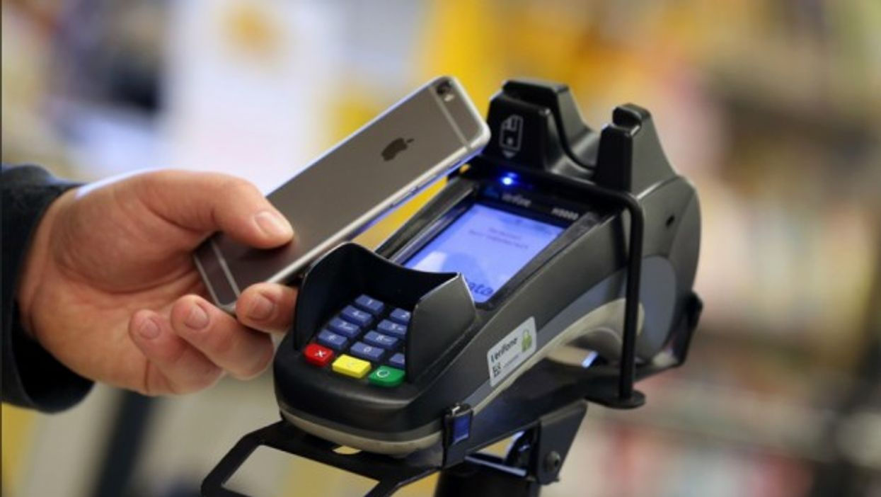 Contactless payment with a smarthpone