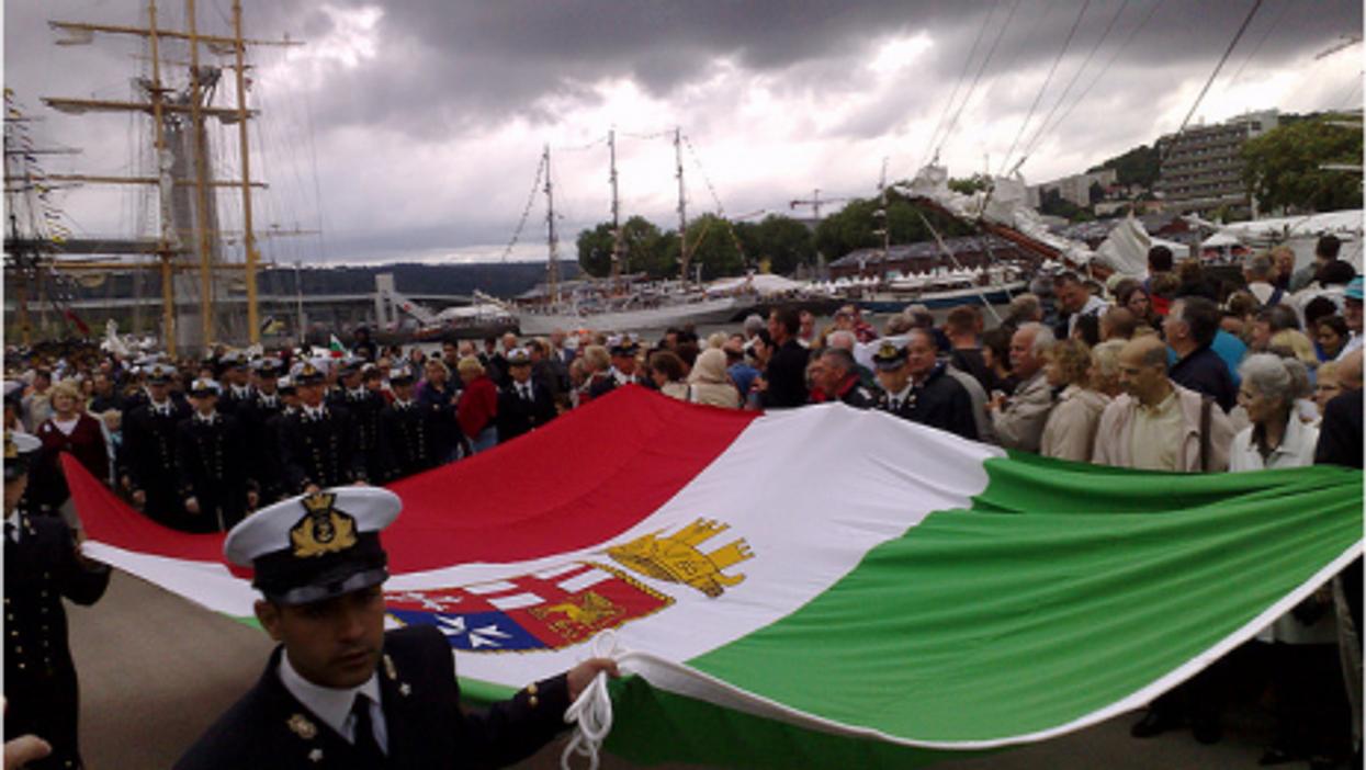 Crew members of the Amerigo Vespucci ship (daffyduke)