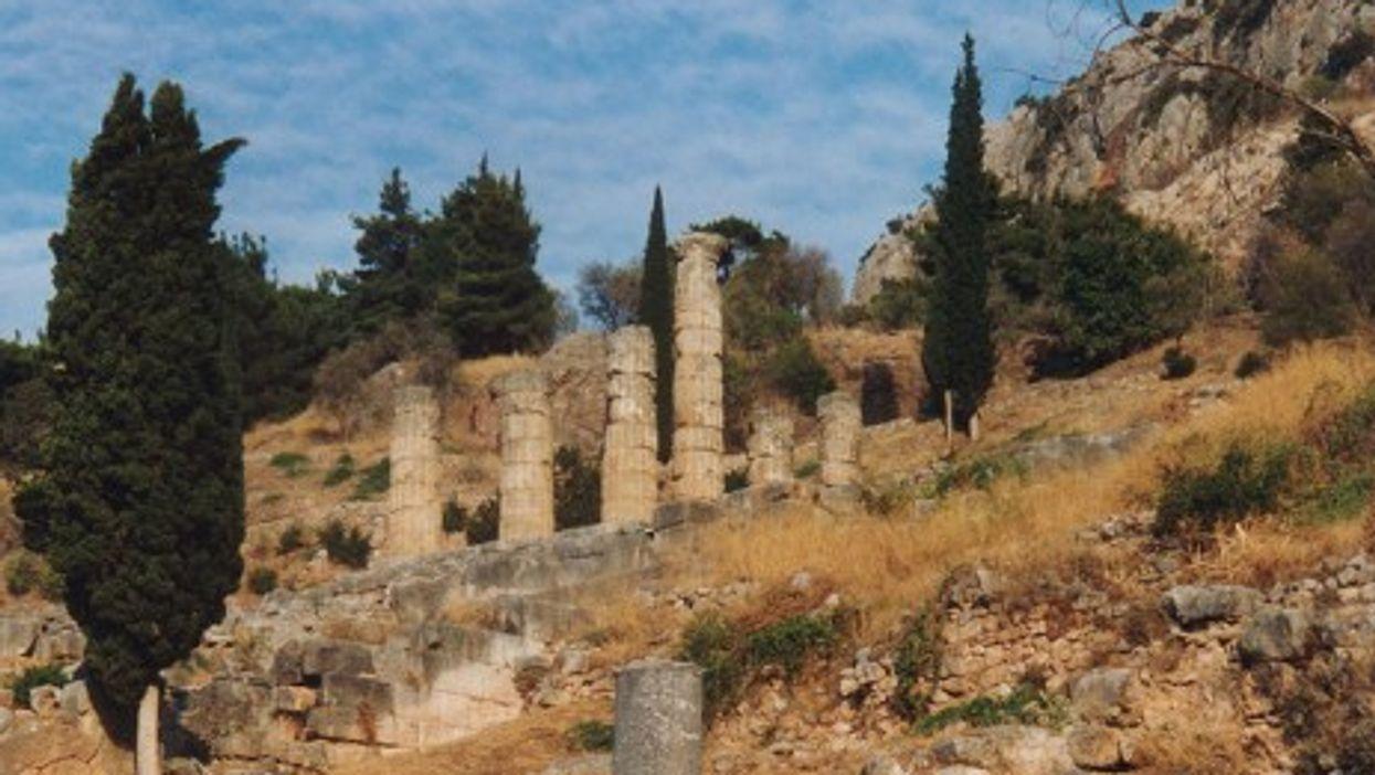 Delphi, Temple of Apollo (Alun Salt)