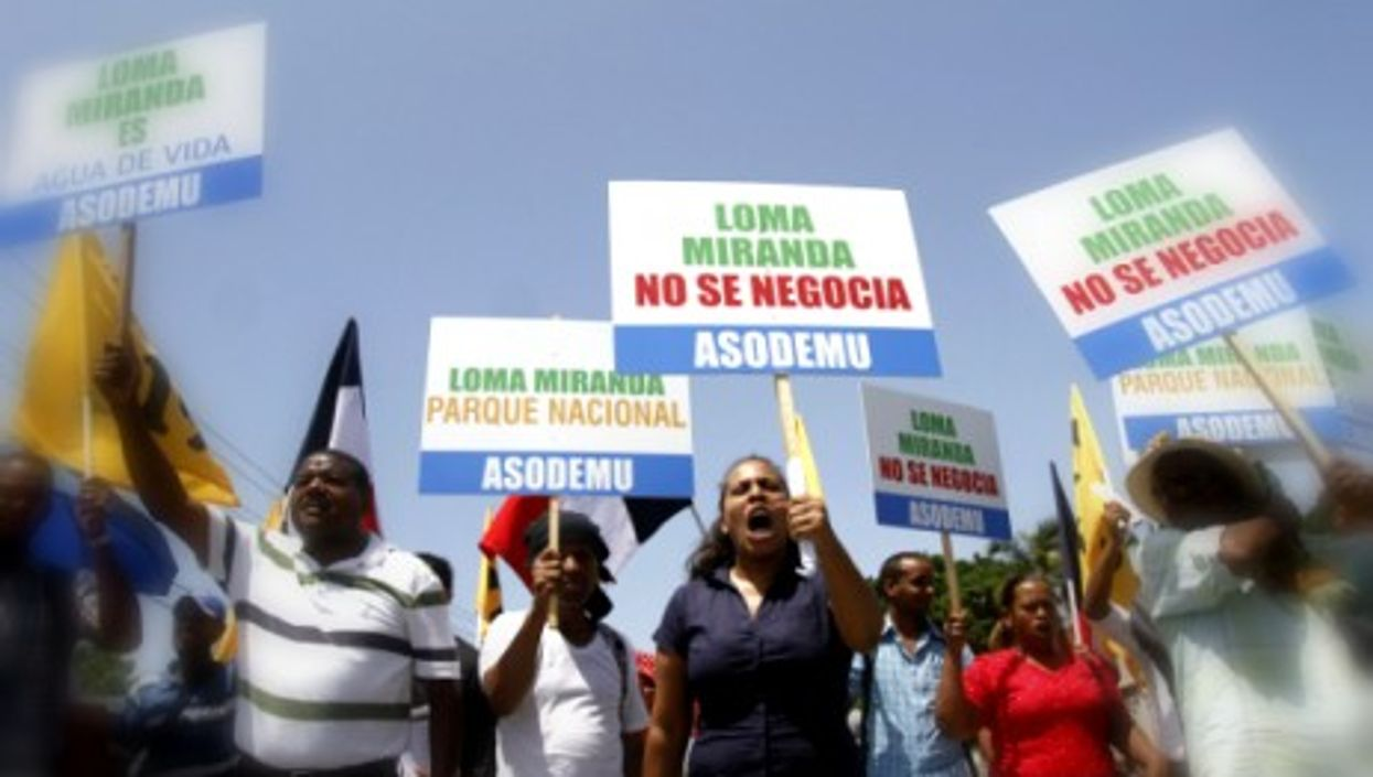 Dominicans march to support turning Loma Miranda into a national park to prevent mining.