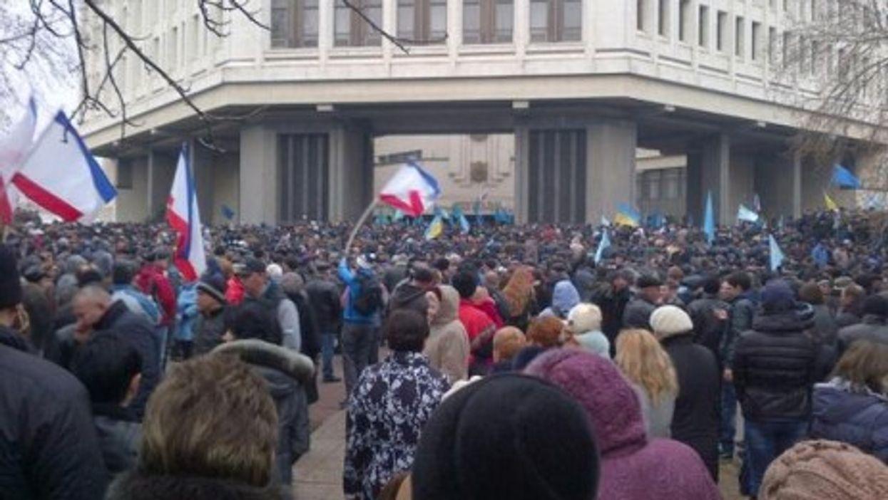 Dueling pro and anti-Russian rallies in Simferopol