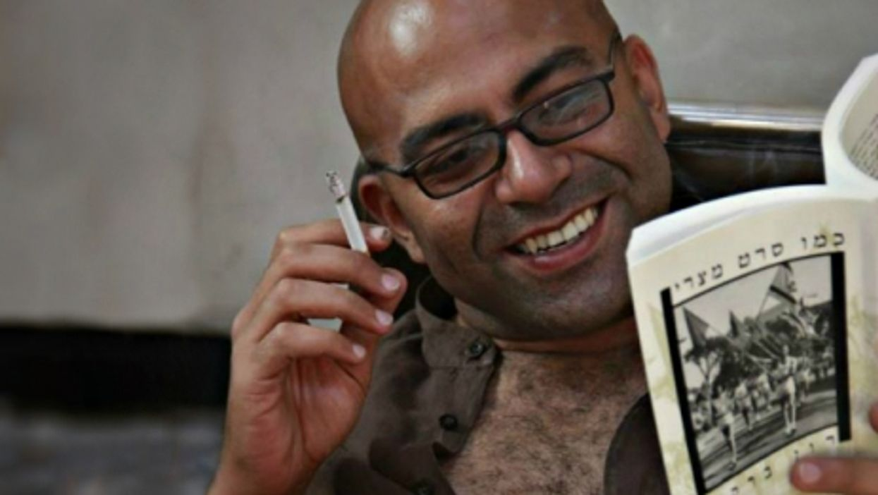 Egyptian writer Nael Eltoukhy reading a book in Hebrew.