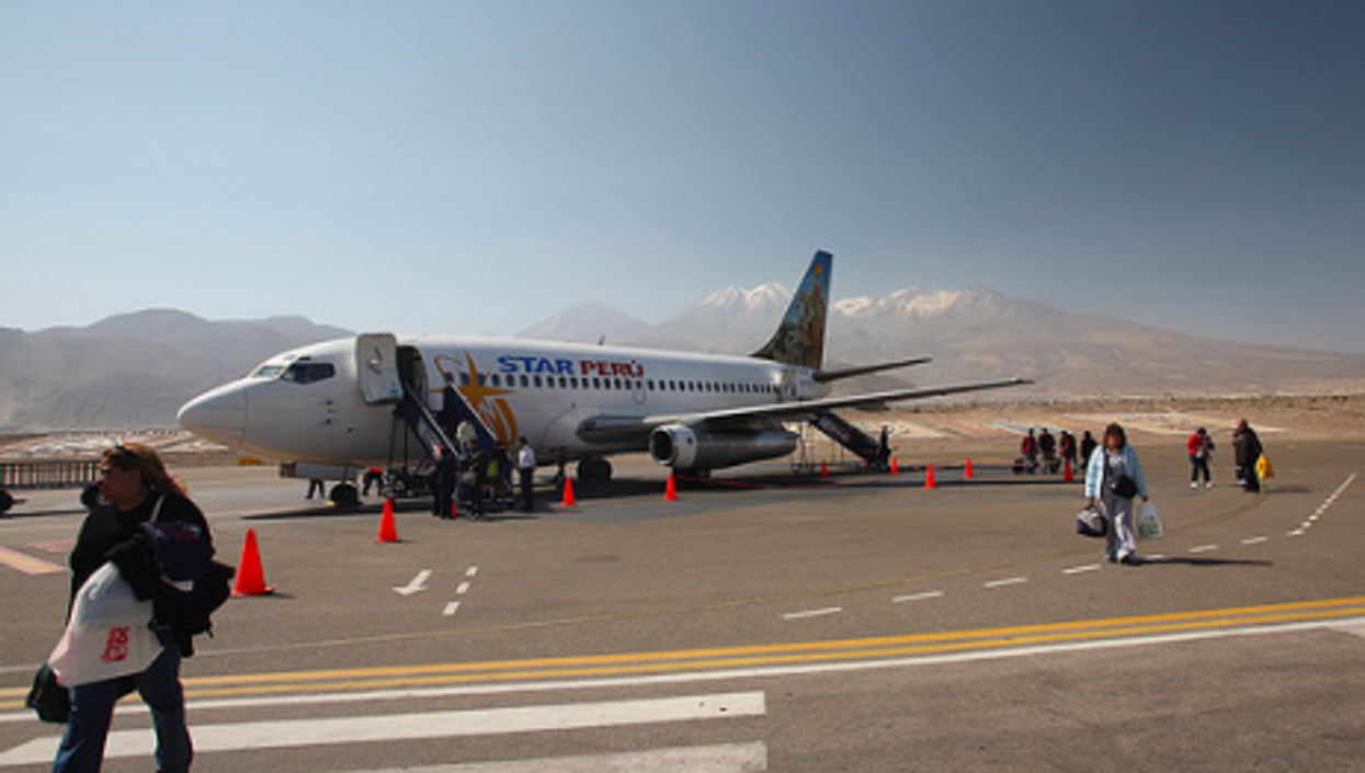 Few Peruvians can afford tickets on the country's private airlines (Santi LLobet)