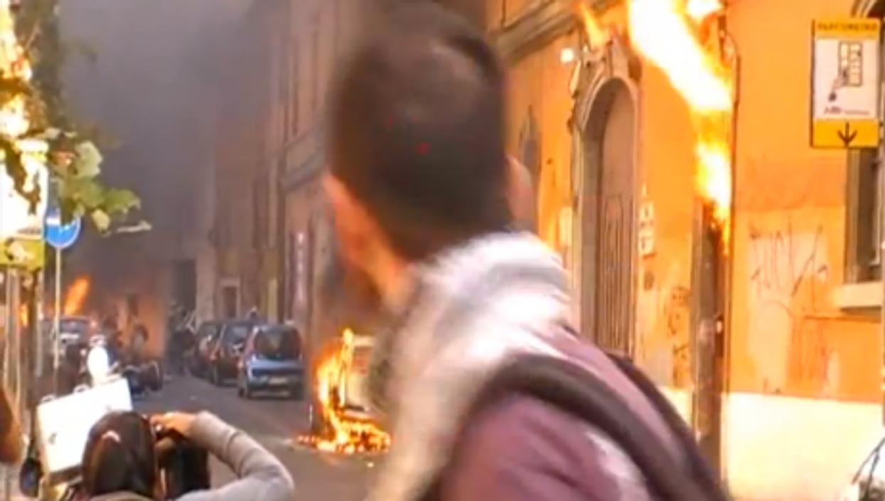 Fire set Saturday in Rome, video image (paofredi)