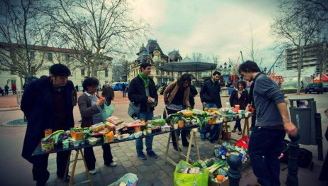 Free food distribution in Lyon