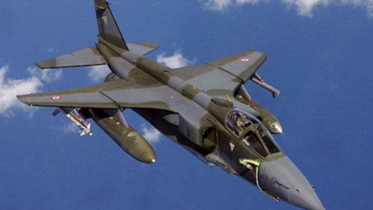 French air force bomber (Mashley Morgan)