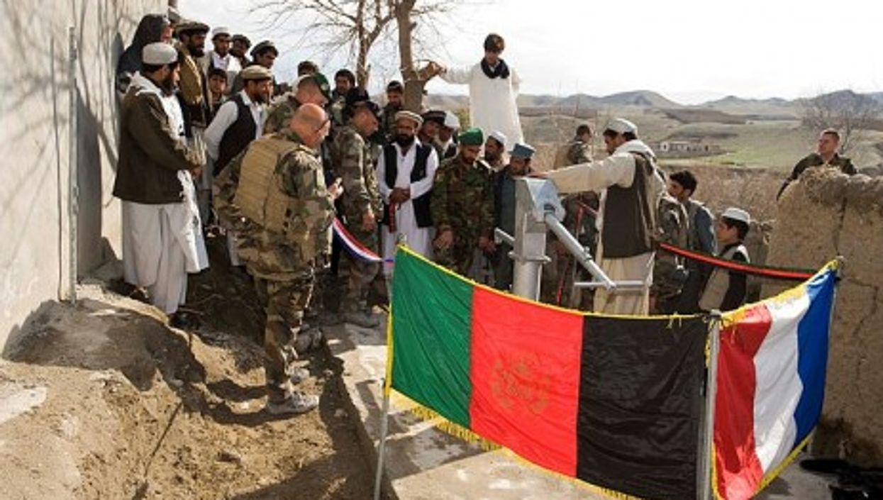 French forces and Afghan National Army soldiers inaugurate a new bridge in Kapisa (isafmedia)