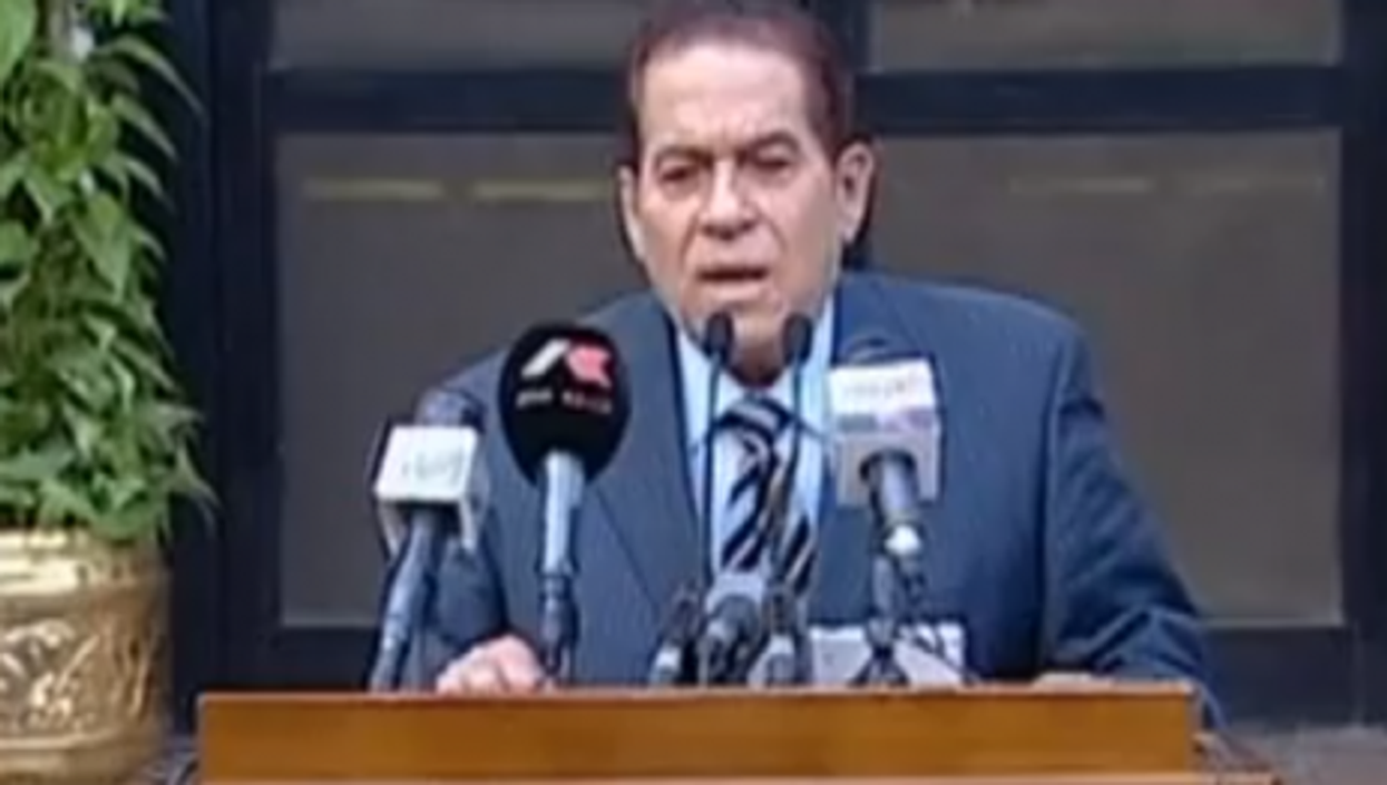 Ganzouri speaks to the press