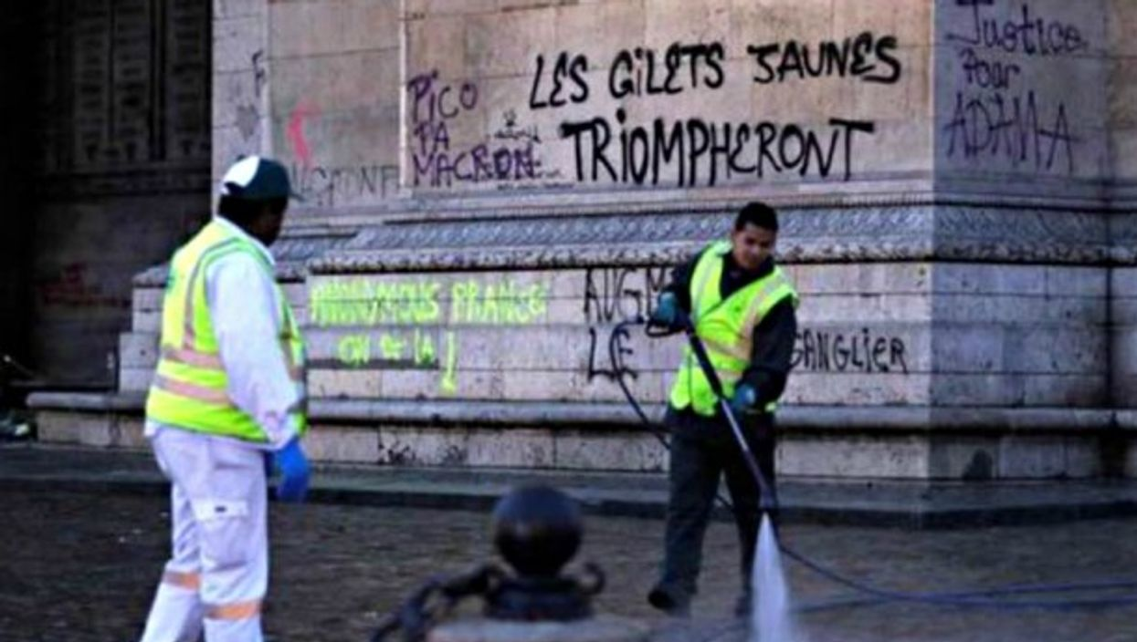 Getting rid of rude French (and Chilean) graffiti