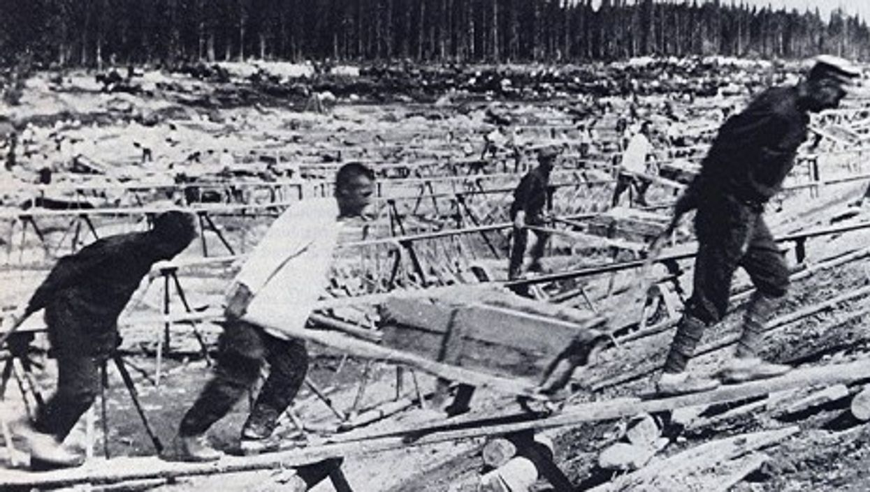 Gulag prisoners working to build the White Sea-Baltic Canal (Wikipedia)