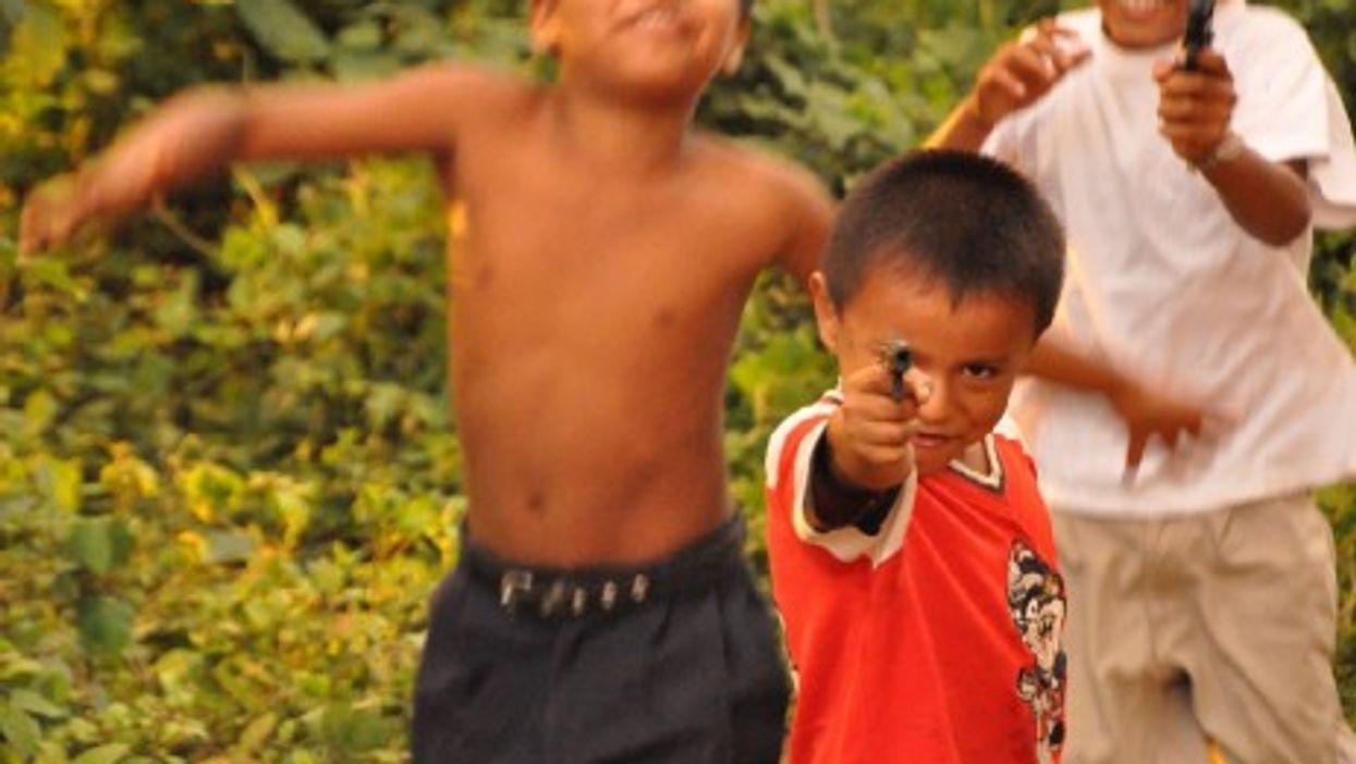 Gun play in Nicaragua (Eric Molina)