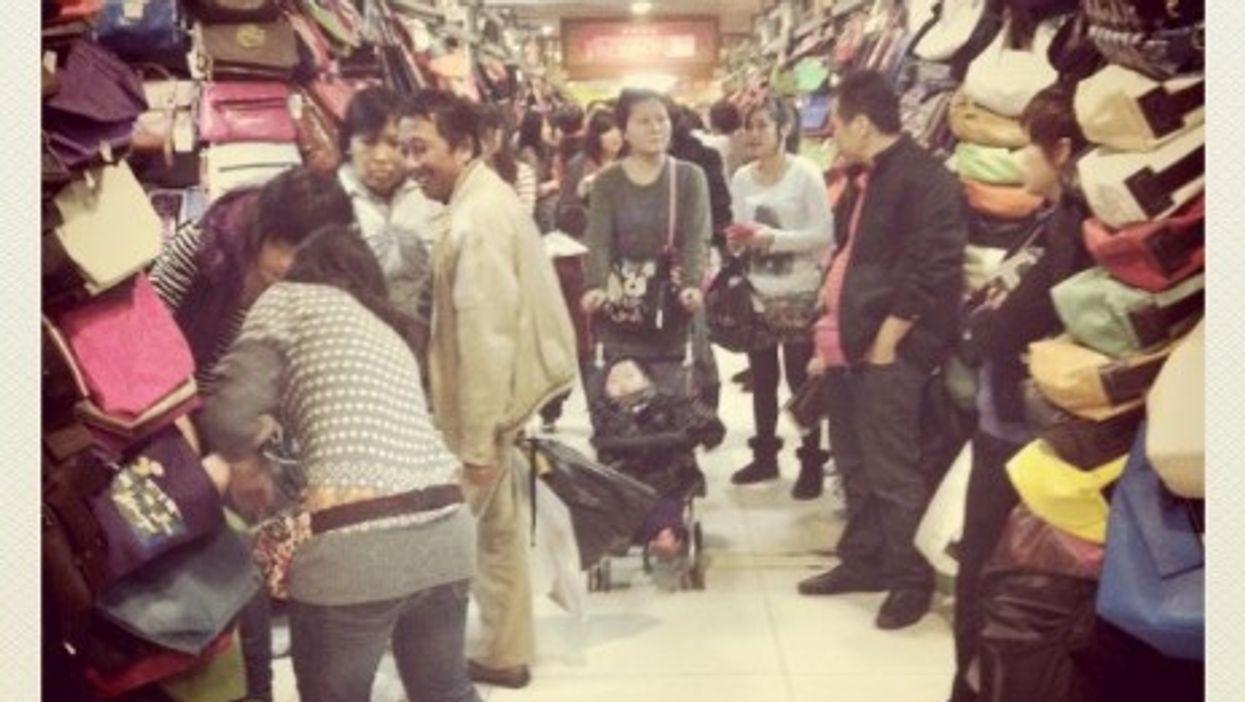 Handbag shop in Beijing (LeoAlmighty)