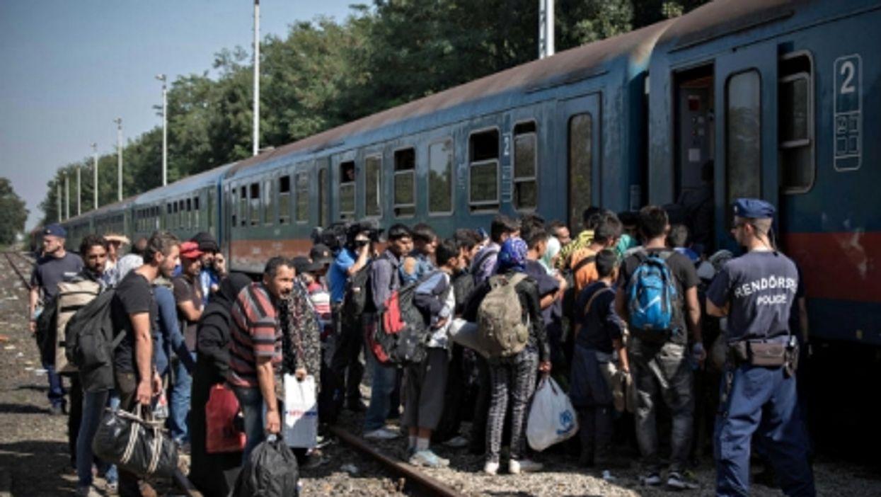 Hungary Closes Border, Australia Gets New PM, Hologram Whitney
