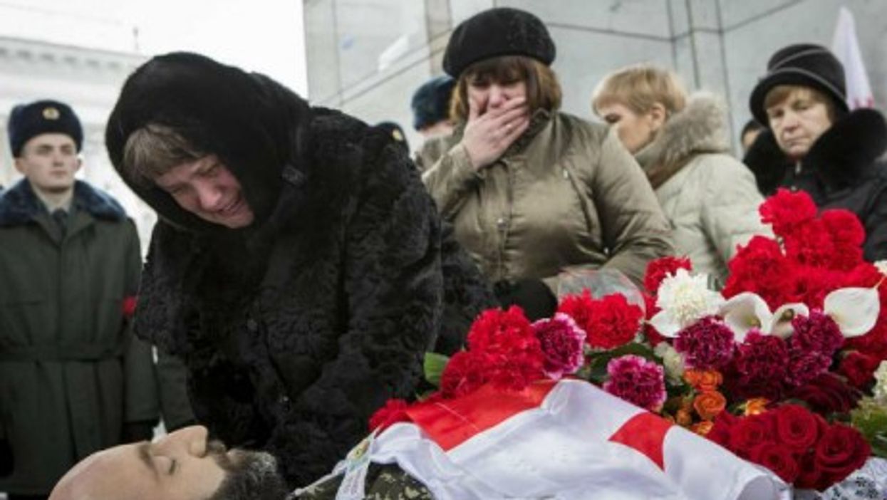"""Rising Ukraine Casualties, Pegida's Future, """"Mammary Lapse"""""""